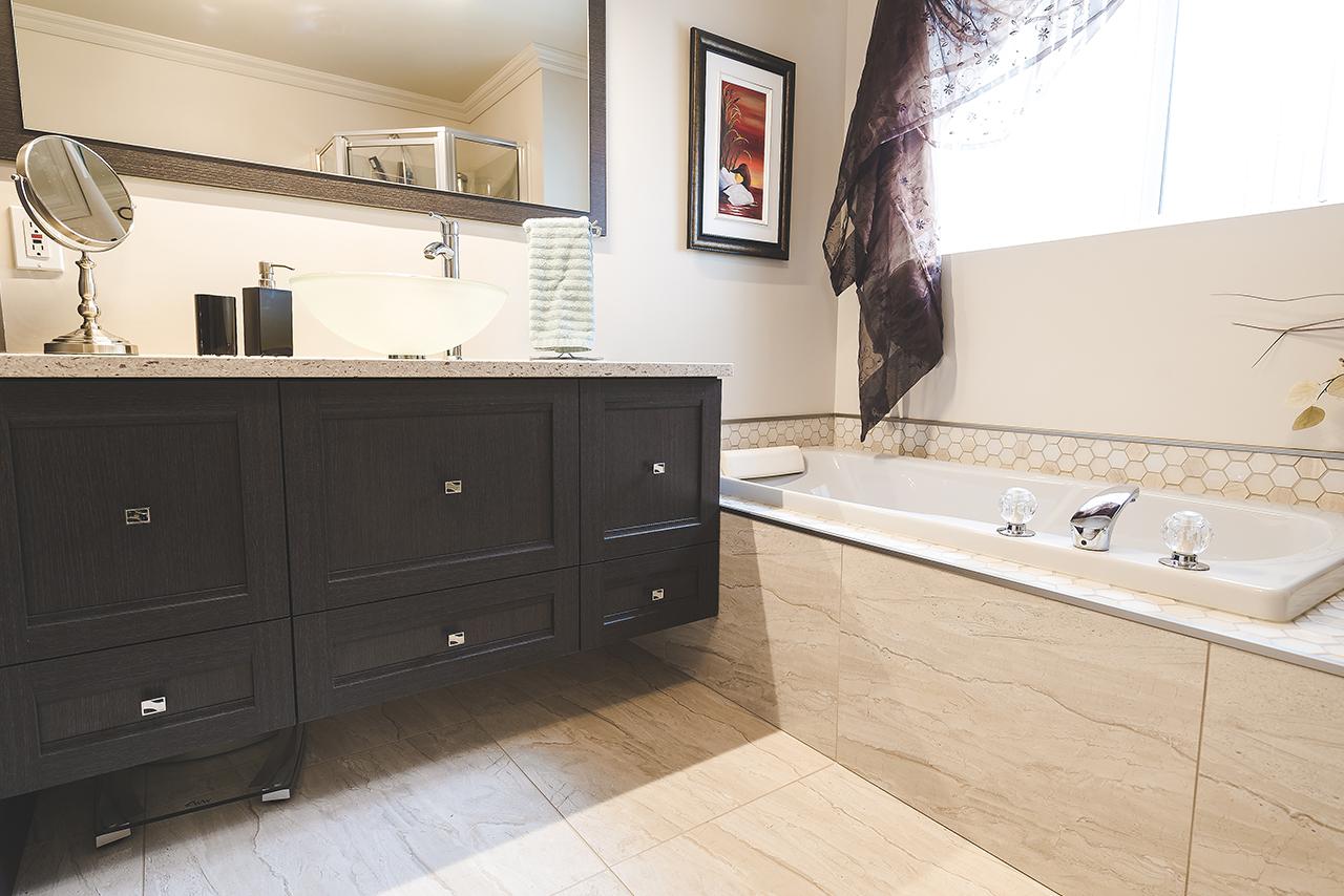 salle de bain transformation avant apr s cuisiconcept. Black Bedroom Furniture Sets. Home Design Ideas
