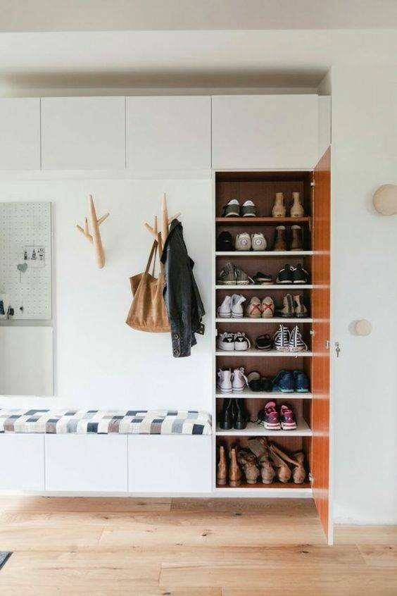 Garde-robe, placard, vêtements et chaussures
